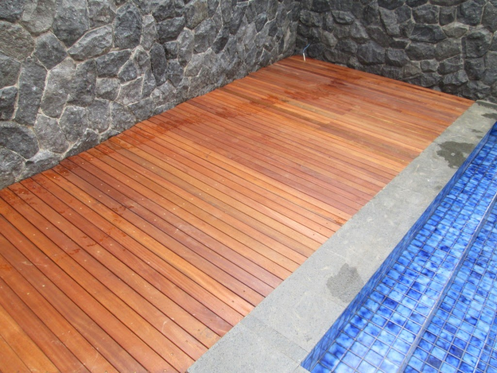 lantai kayu outdoor menggunakan bahan kayu bengkirai