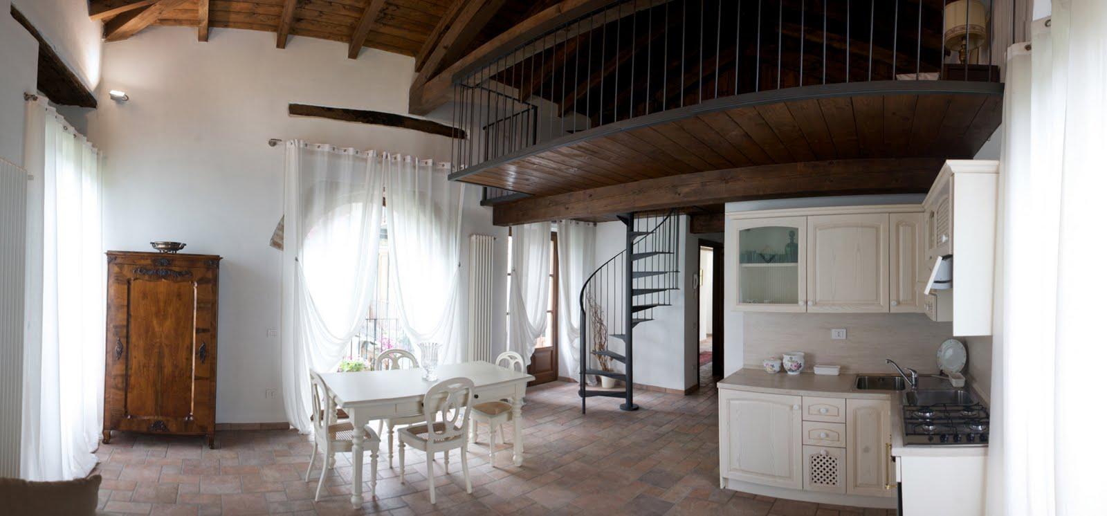 Cascina scarrone appartamento con soppalco for Suo e suo armadio
