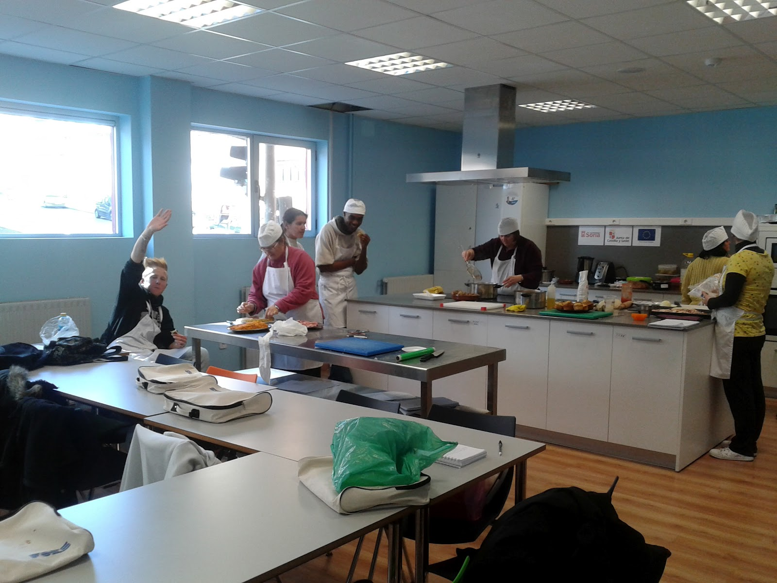Centro civico becquer foes curso de ayudante de cocina for Cursos de ayudante de cocina