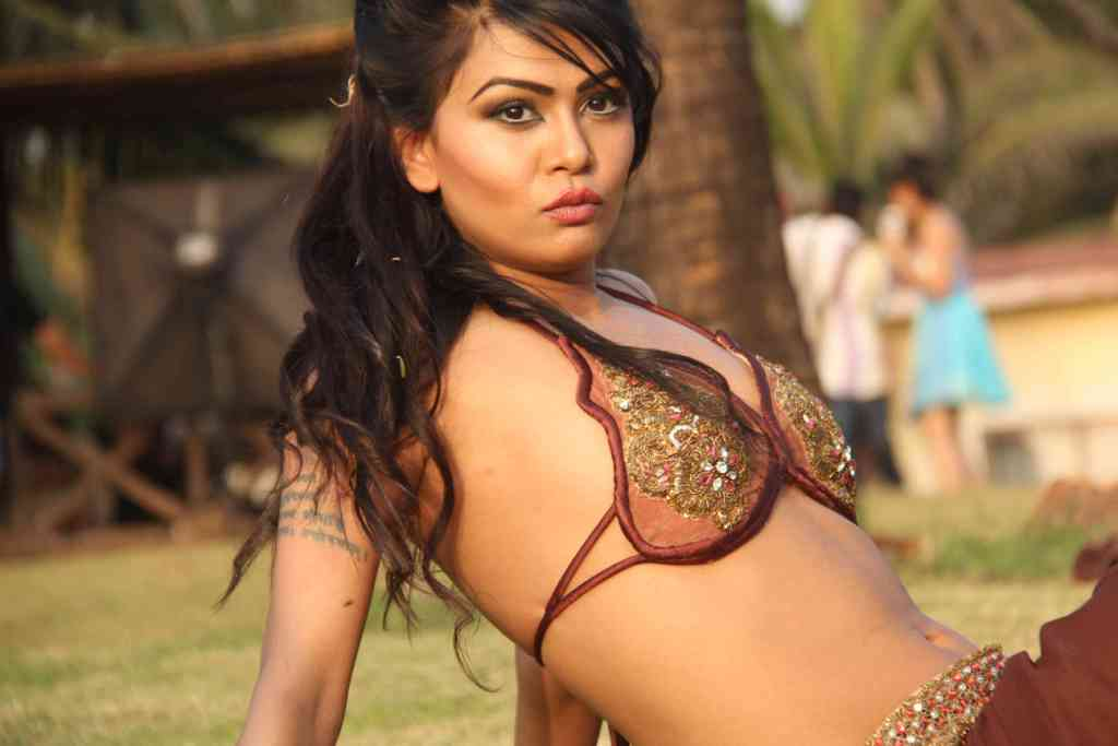 Umair Jafar's Bikini Wallpapers - BIKINI PICTURES - Famous Celebrity Picture