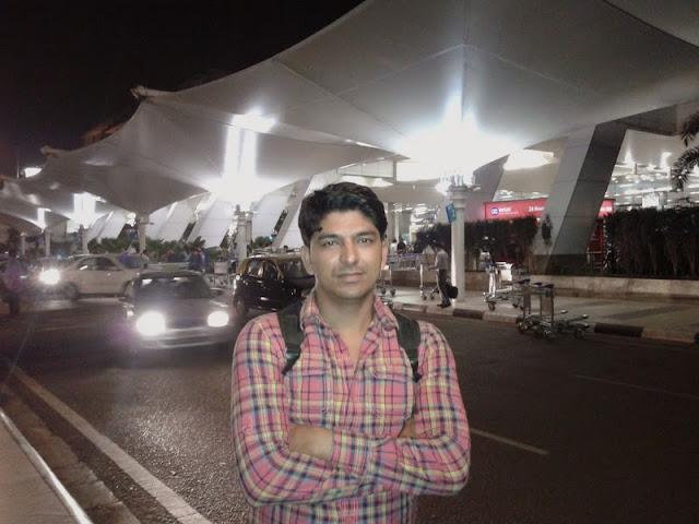 manu prakash tyagi at mumbai airport