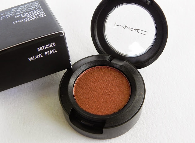 mac antiqued veluxe pearl eyeshadow review swatch