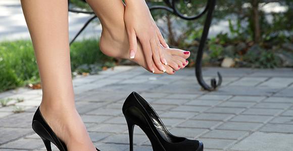 Tips Nyaman Memakai Sepatu Hak Tinggi