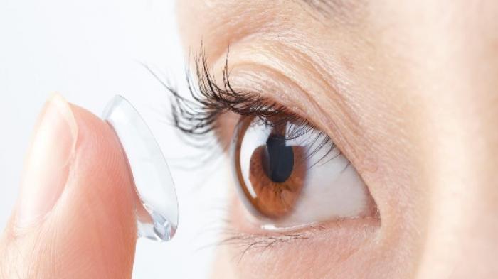 5 Bahaya Menggunakan Lensa Kontak Tanpa Resep Dokter