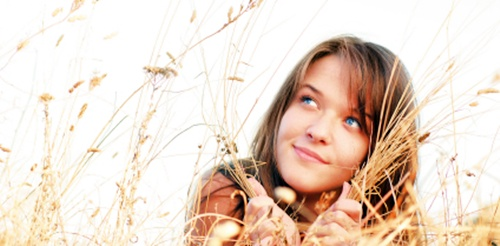 chica soñando con su blog de belleza
