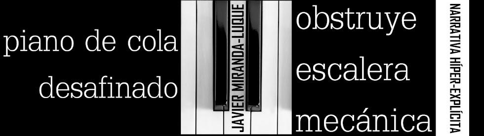 ©piano de cola desafinado obstruye escalera mecánica