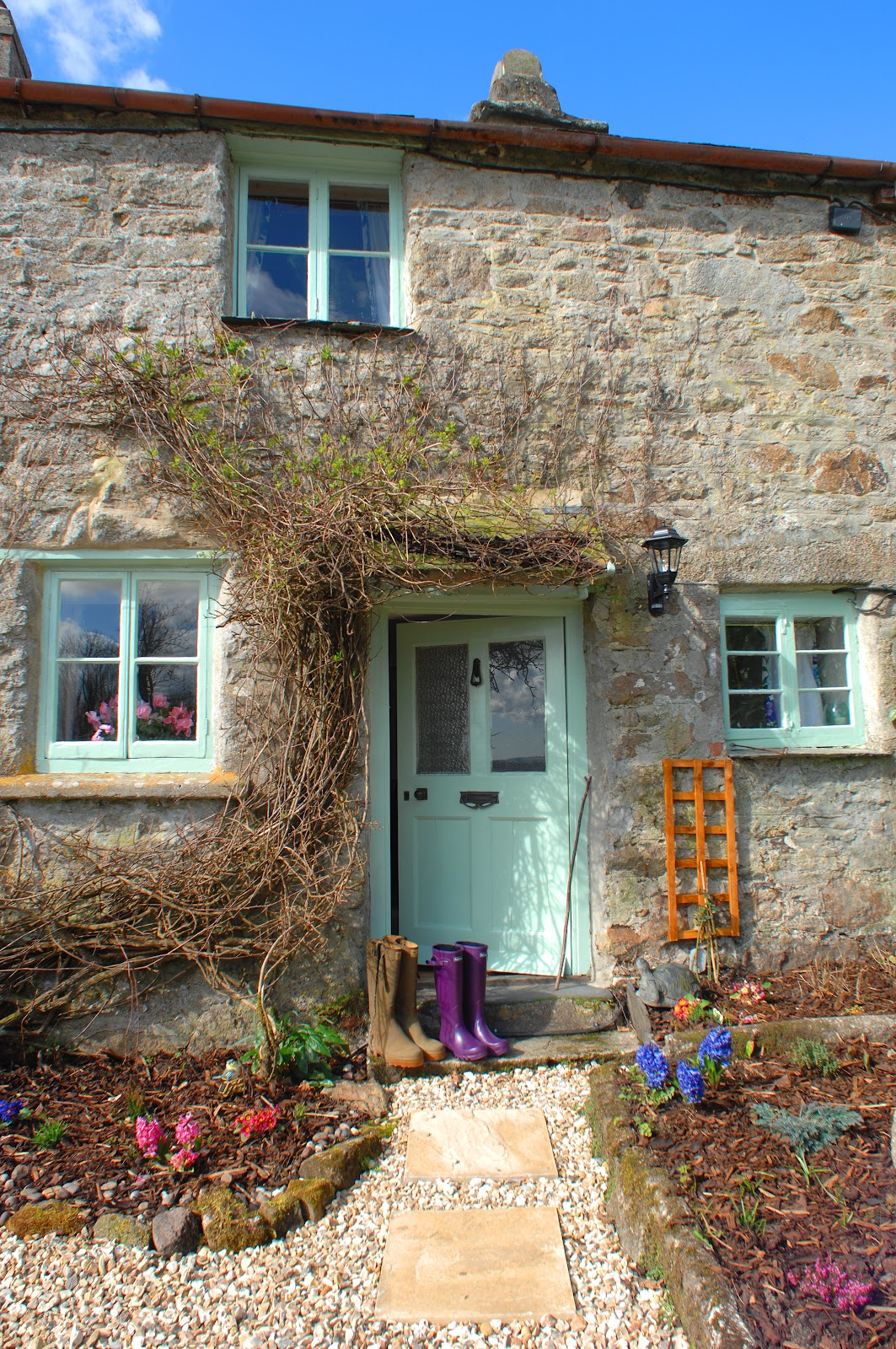 A joyful cottage a tour of pixie nook cottage in cornwall for Cottage back door
