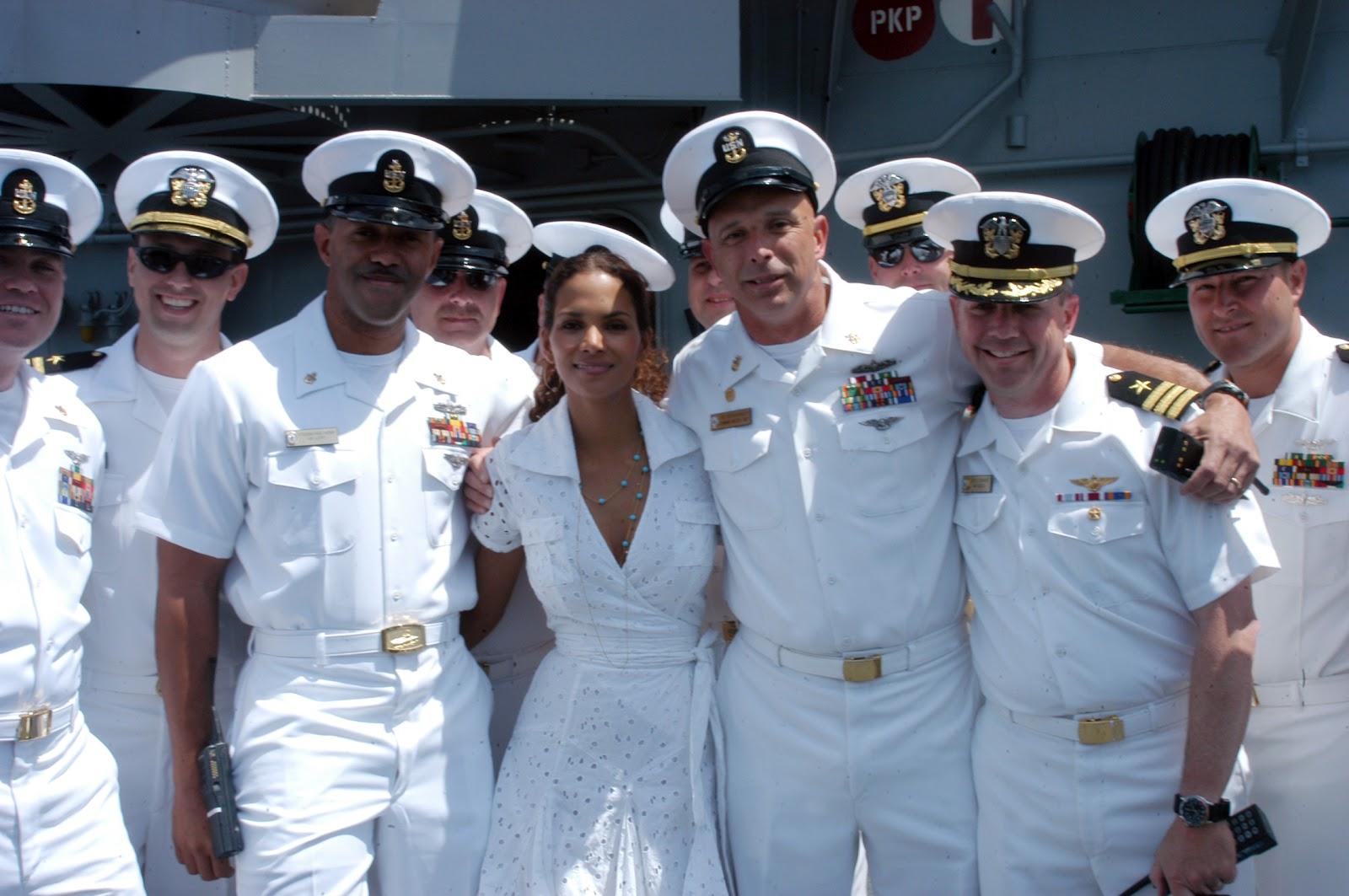 http://3.bp.blogspot.com/-IPLeMqW0qXU/T71_nIPyGOI/AAAAAAAACqw/epvonaBq4xM/s1600/US_Navy_060.jpg