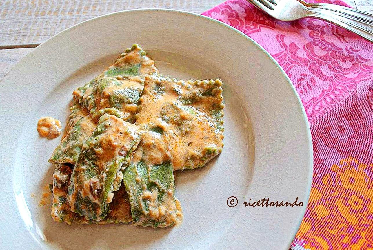 Tortelli verdi di spinaci con ricotta ricetta di pasta alle verdure farcita