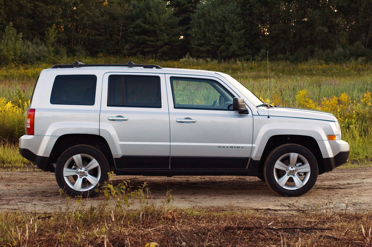 automotiveblogz 2012 jeep patriot review photos. Black Bedroom Furniture Sets. Home Design Ideas