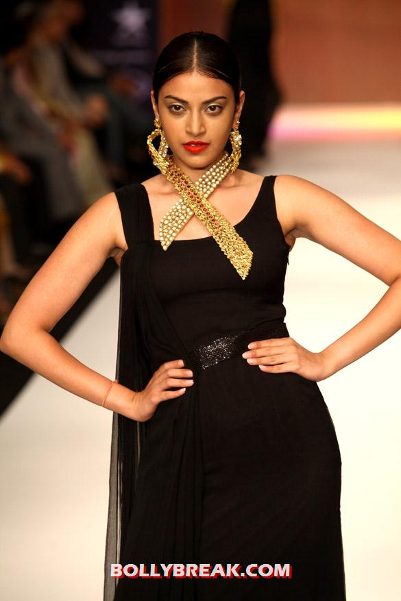 , Sonali Bendre  Iijw 2012 Photos -  Anand Shah Show