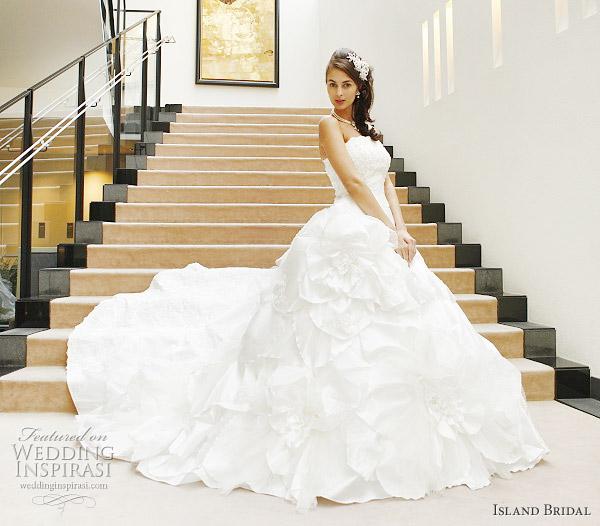 Western Wedding Dresses: Celebrity Gossip: Western Bridal Gowns