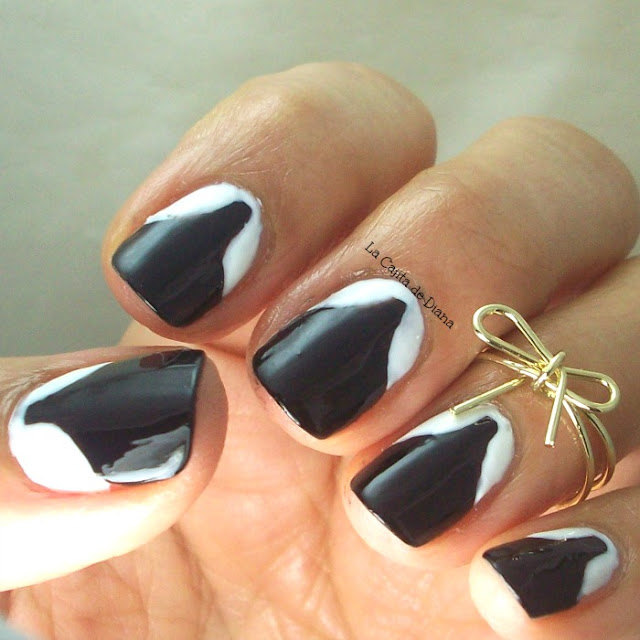 black-white-nailart-DemiLovato