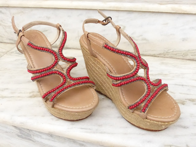 Platform sandals decorated with wooden beads