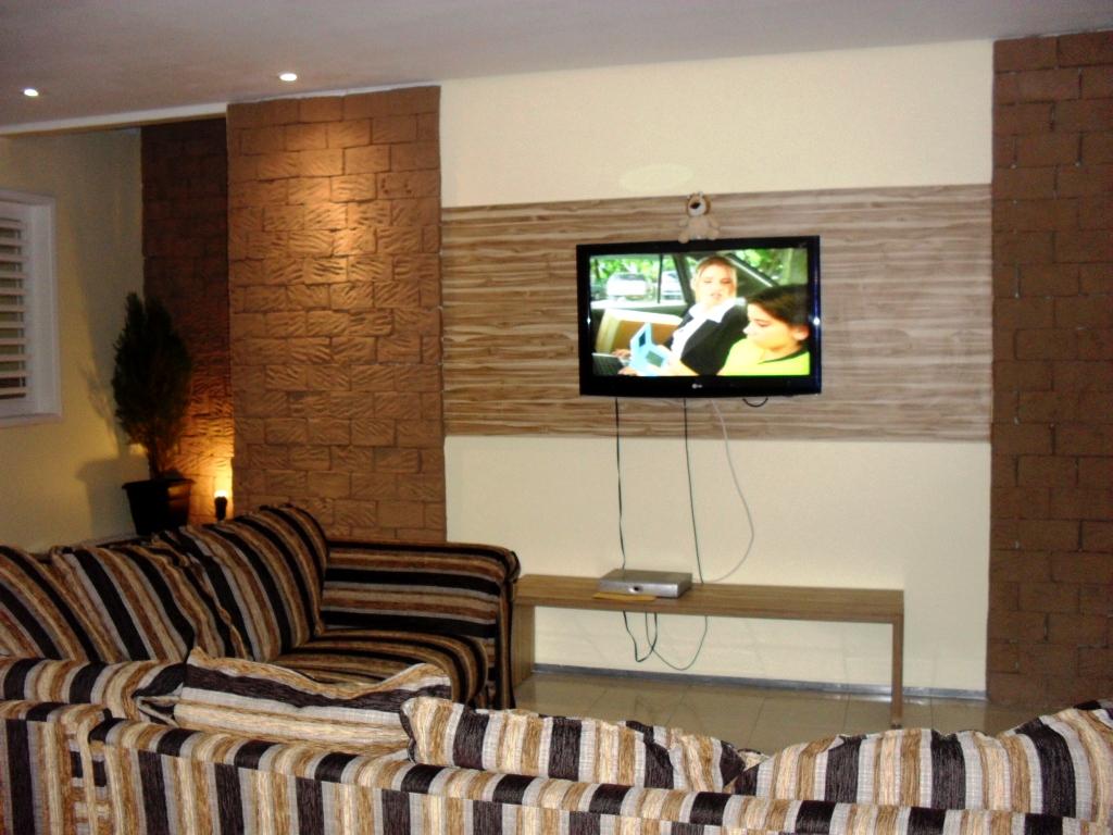#9B6630 quinta feira 9 de fevereiro de 2012 1024x768 píxeis em Como Colocar Tv Na Sala De Estar