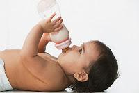Khắc phục nôn ói khi cho trẻ dùng sữa bột