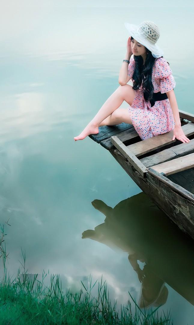 原谅我!这是我给你的最后一封情书,因为太爱你了,所以不忍心看你受伤。答应我,别为我伤心,别哭,我好喜欢你笑的样子。没有我的日子里,当你觉得孤独的时候,你看看那颗星的方向,那里是天堂,其实你并不孤单,因为我在天堂里爱你! Forgive me! This is my last love letter. Because I love you too much, I can't bear to see you get hurt. Promise me, do not get hurt because of me. Please do not cry because I love the smiling you. When I am no longer arround, and you feel lonely, follow the direction of the stars (the sun is also a star). It will lead you to heaven. In fact you are not alone, because I am in heaven loving you!