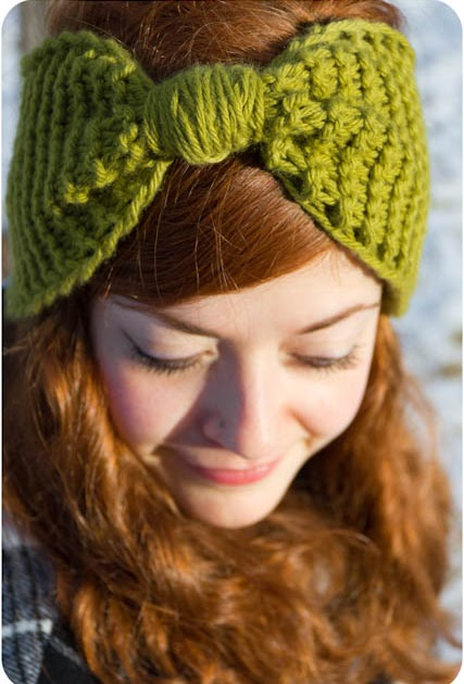 Kittens Lost Her Mittens: Knit Bow Ear Warmer With Pattern/Tutorial