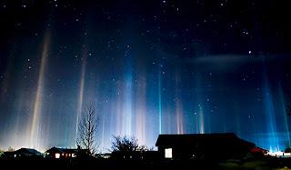 http://3.bp.blogspot.com/-IQy_LoY1mU0/T64IFitwm3I/AAAAAAAAAOA/VID3u-qfNYc/s320/pusaran+cahaya+malam.jpg