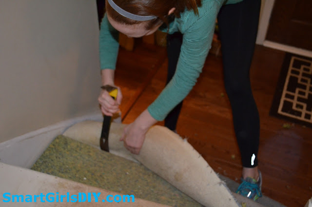 How to remove carpet from staircase