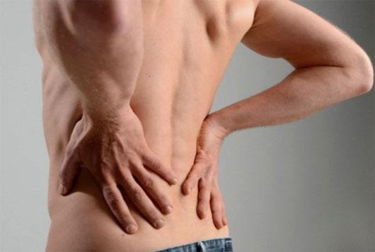 Biểu hiện đau lưng ở nam giới