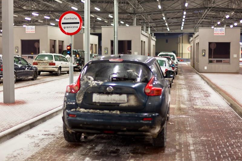 Очередь машин на границе с Польшей. Cars queue at Poland border