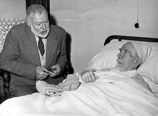 Foto de la visita de Ernest Hemingway a Pïo Baroja poco antes de morir