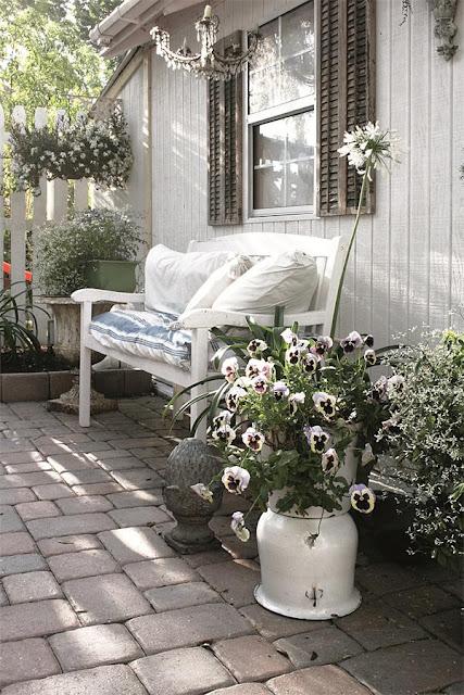l 39 armoire de camille jeanne d 39 arc living 5e dition. Black Bedroom Furniture Sets. Home Design Ideas