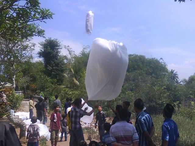 Peringatan HUT RI ke 67 dan Syawalan Seribu Balon di Payaman Magelang