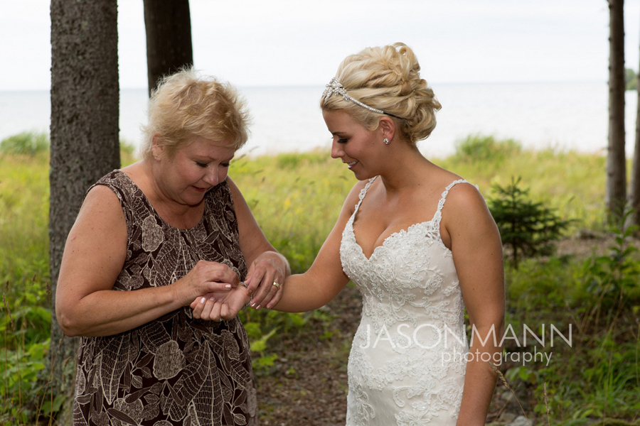 Rustic Door County wedding at Gordon Lodge. Photo by Jason Mann Photography, 920-246-8106, www.jmannphoto.com