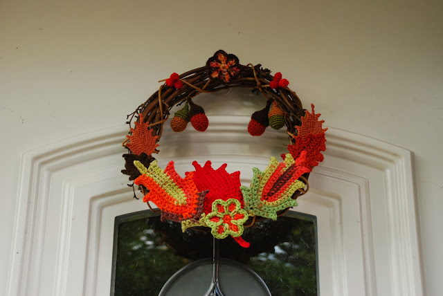 image of crochet autumn wreath on door