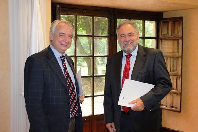 Firma del acuerdo entre Petronor y el centro de formación Training Center