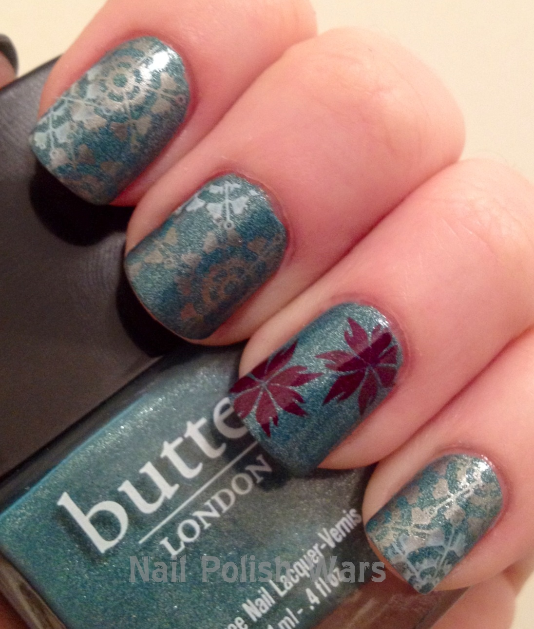 Prettyfulz Fall Nail Art Design 2011: Nail Polish Wars: Snow Fall On Poinsettias