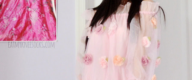 Close-up on the cute, girly, Liz Lisa-esque gyaru-inspired organza and floral details on Romwe's boat neck applique dress.