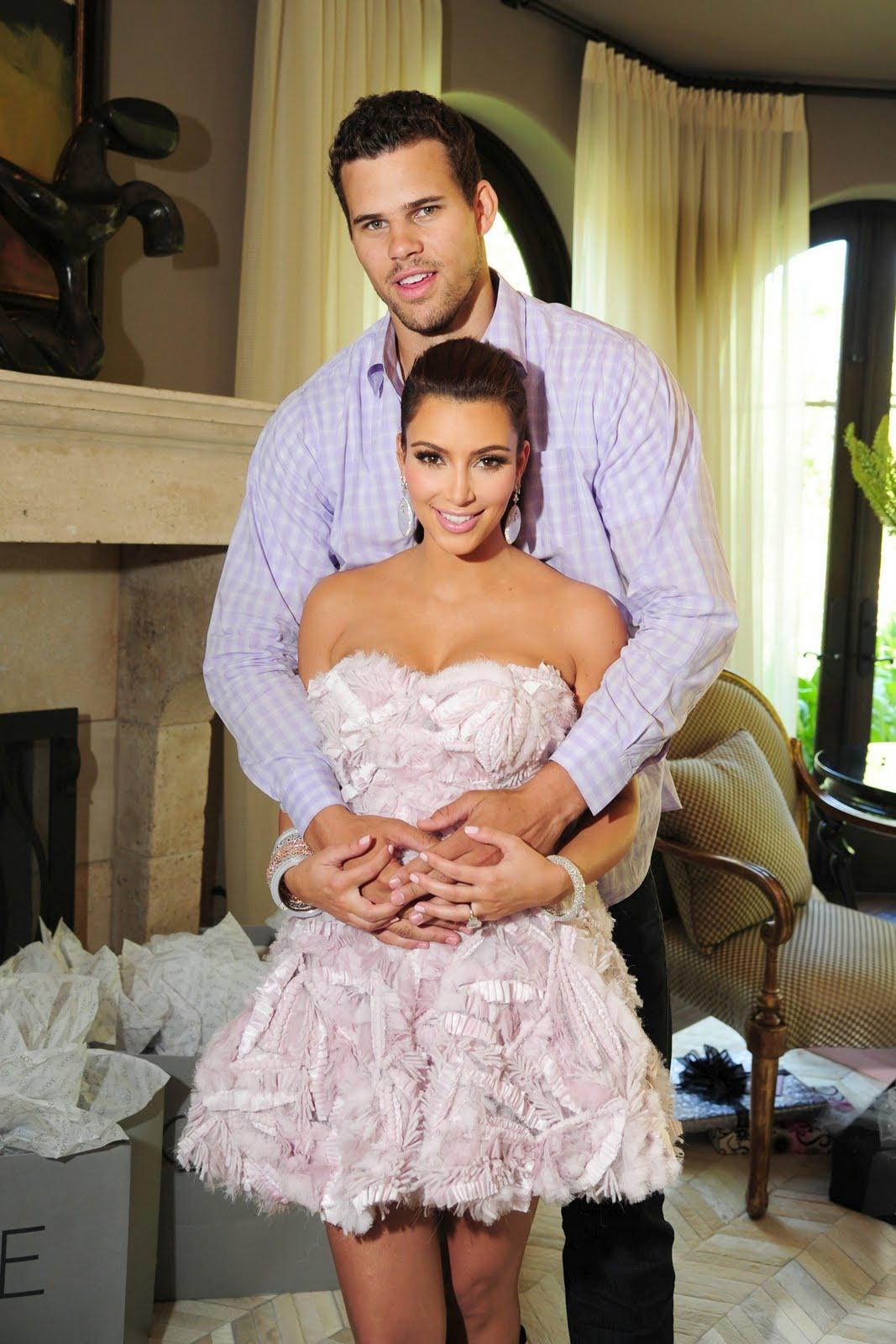 http://3.bp.blogspot.com/-ISJIyAlr6PY/TmX38BKXQhI/AAAAAAAAANU/4ezkT-7m0P4/s1600/Kim-Kardashian-36.jpg
