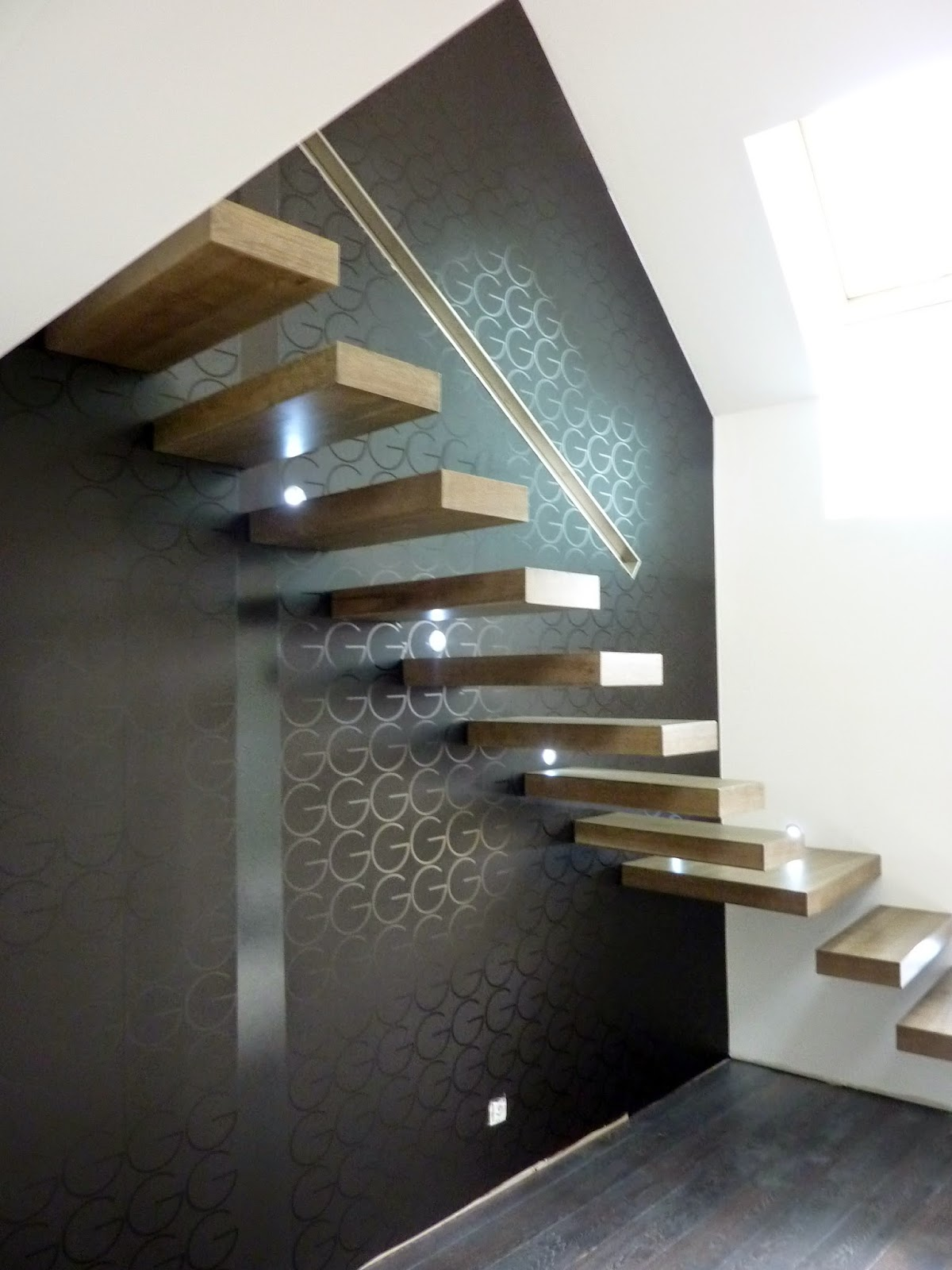 la stylique escalier suspendu flottant l 39 art du modernisme. Black Bedroom Furniture Sets. Home Design Ideas