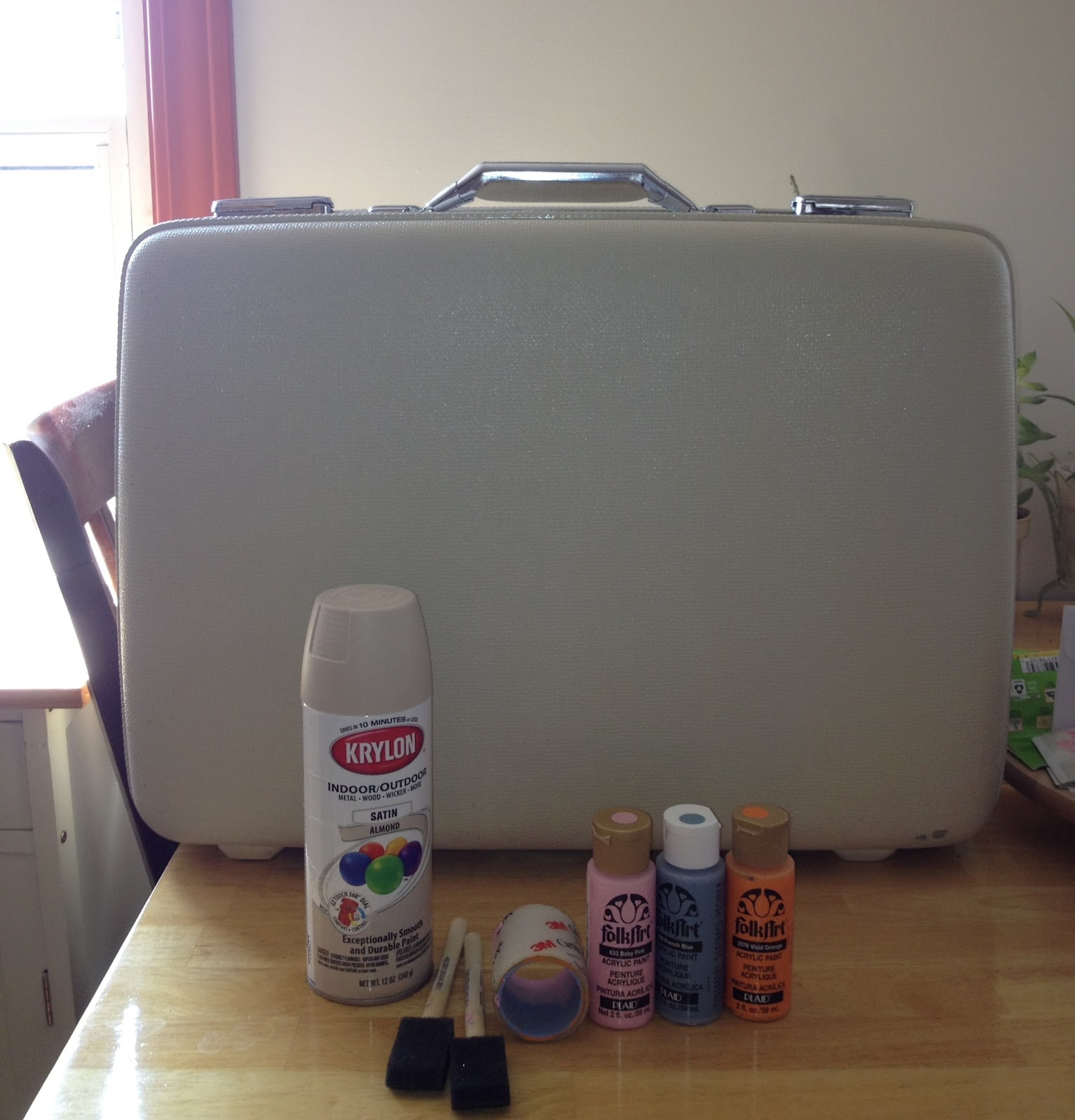 Retro Glam: DIY Polka Dot Vintage Suitcase