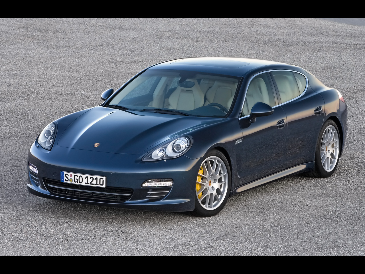 santa cars porsche panamera sukces. Black Bedroom Furniture Sets. Home Design Ideas