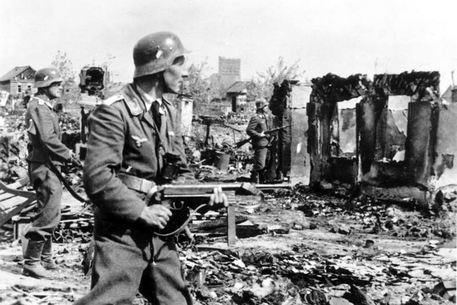 World War II Pictures In Details: Luftwaffe Troops at