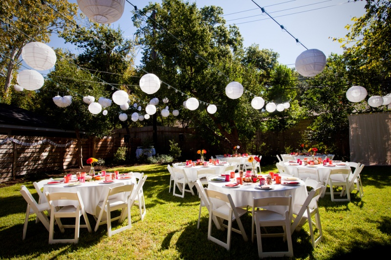 Planning a backyard wedding on a budget wedding planning for Yard decorating ideas on a budget