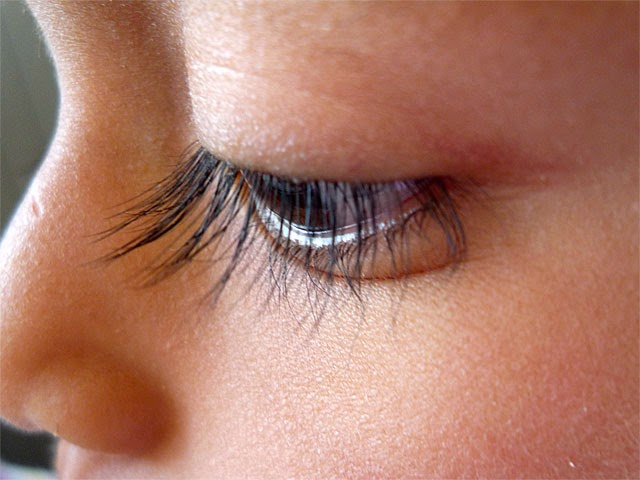 How to make eyelashes longer at home