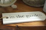 Kermakakkukodin puutarhassa