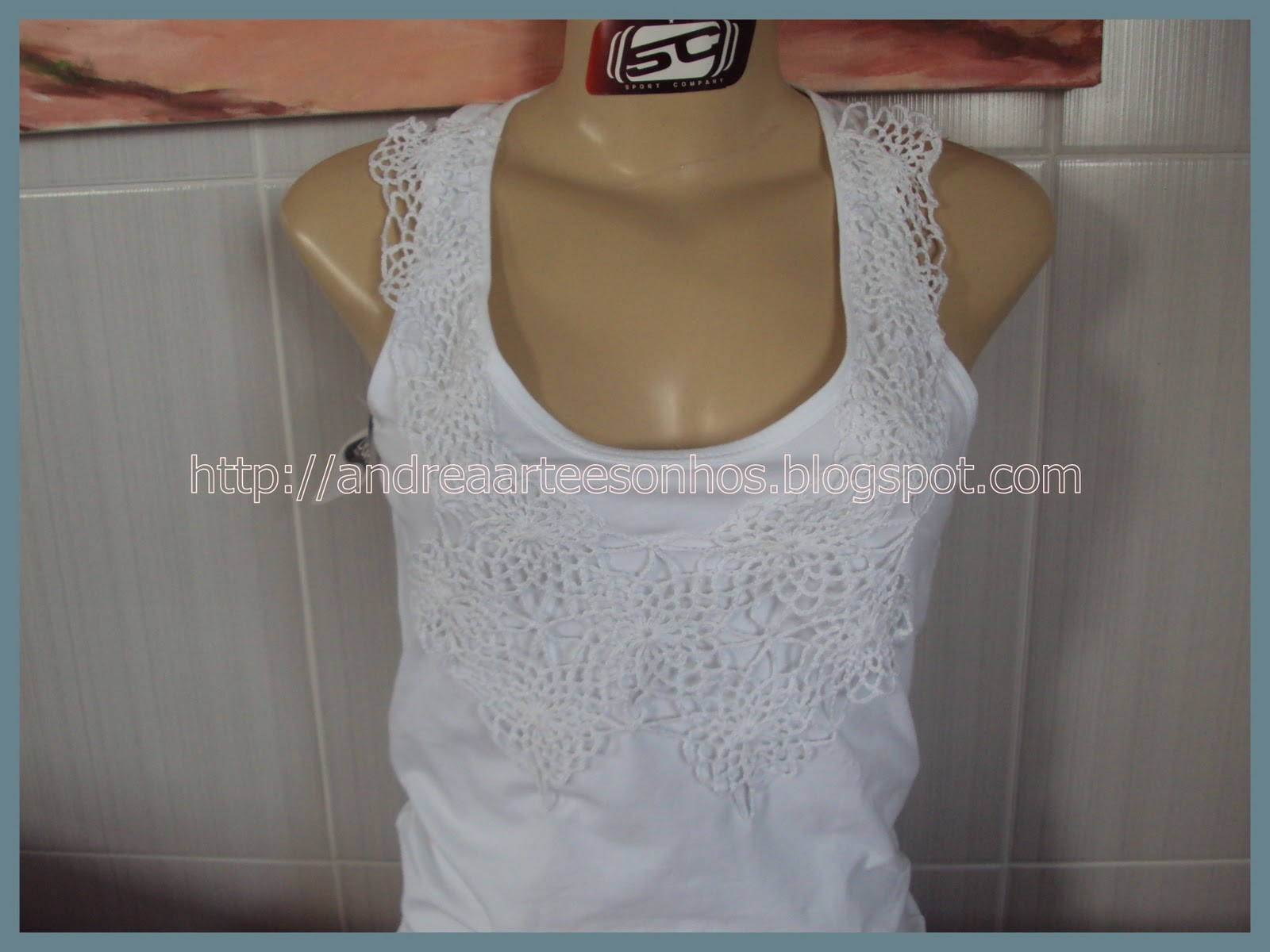 CAMISETA CUSTOMIZADA COM CROCHE