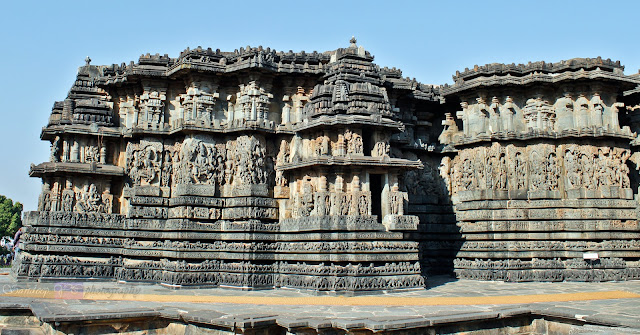 One more view of the west side of the temple with small shrines