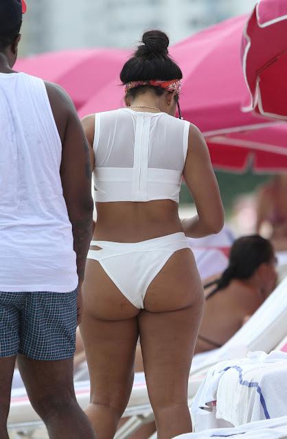 THE CELEBS PICS : Angela Simmons Big Booty in a White Bikini!!