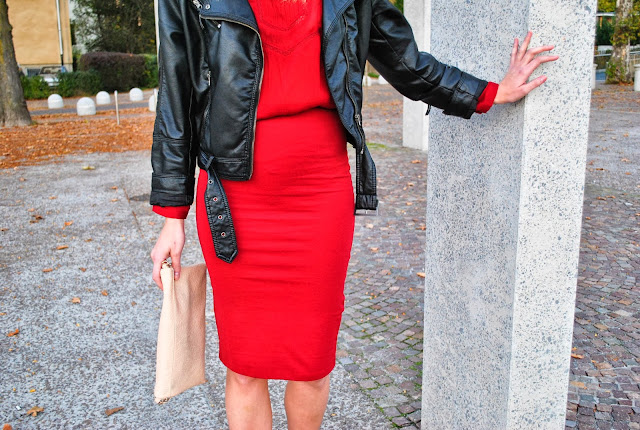 zara midi skirt, oxblood red midi skirt, red outfit, all red, H&M leather jacket, suede ankle boots, nude clutch bag new look, fashion blogger midi skirt, fashion blog