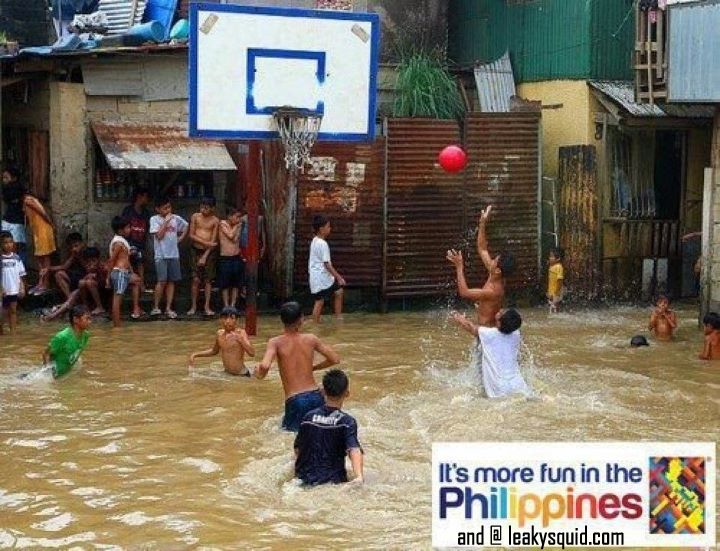 funny+picture+of+flooded+out+street+kids+playing+baskettball+-+it%2527s+more+fun+in+the+phili - Philippines - Laughing in the Midst of Disaster - Philippine Photo Gallery