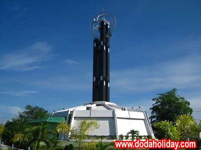 Tugu Khatulistiwa Pontianak. Monumen kebanggaan Kalimantan Barat.  Foto dari  www.dodaholiday.com