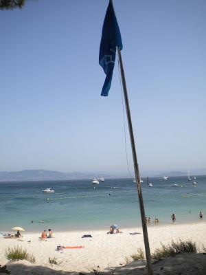 Bandera azul, Playa de Rodas, Islas Cíes, julio 2012