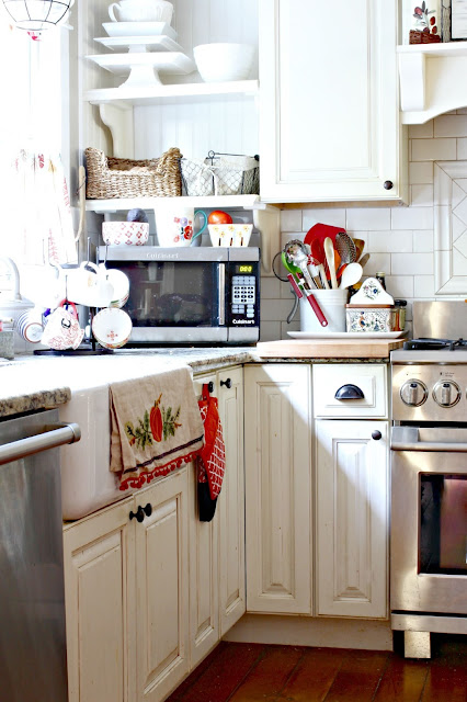 White cabinets in farmhouse style kitchen-www.goldenboysandme.com